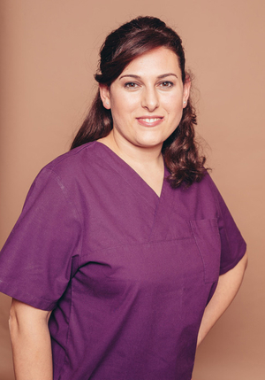Dental hygienist Esma Kilicarslan - professional teeth cleaning: prophylaxis and preventive dentistry through tartar removal, ultrasound, airflow and polishing in Frankfurt Höchst