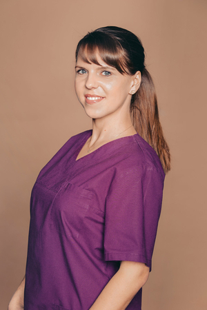 Dr. Nicole Leick - professional teeth cleaning: prophylaxis and preventive dentistry through tartar removal, ultrasound, airflow and polishing in Frankfurt Höchst