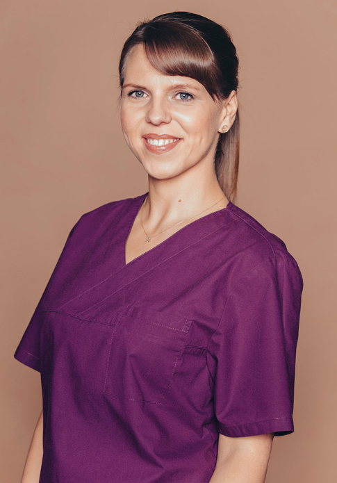 Dr. Nicole Leick - Dentist with subspecialties in periodontology and phobic patients practices in Frankfurt Höchst and Main-Taunus-Kreis